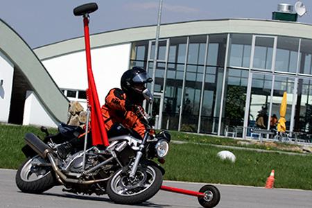Motorrad Schräglagentraining und Kurventraining